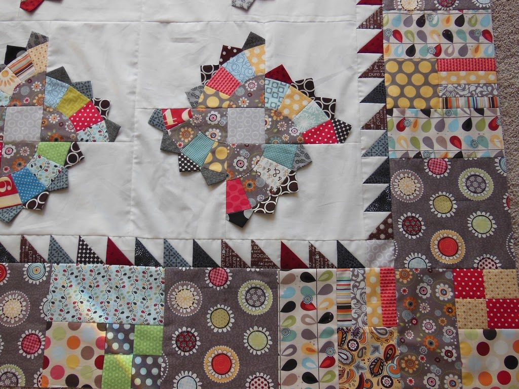 half square triangles on a quilt, how to sew triangles, border on quilt