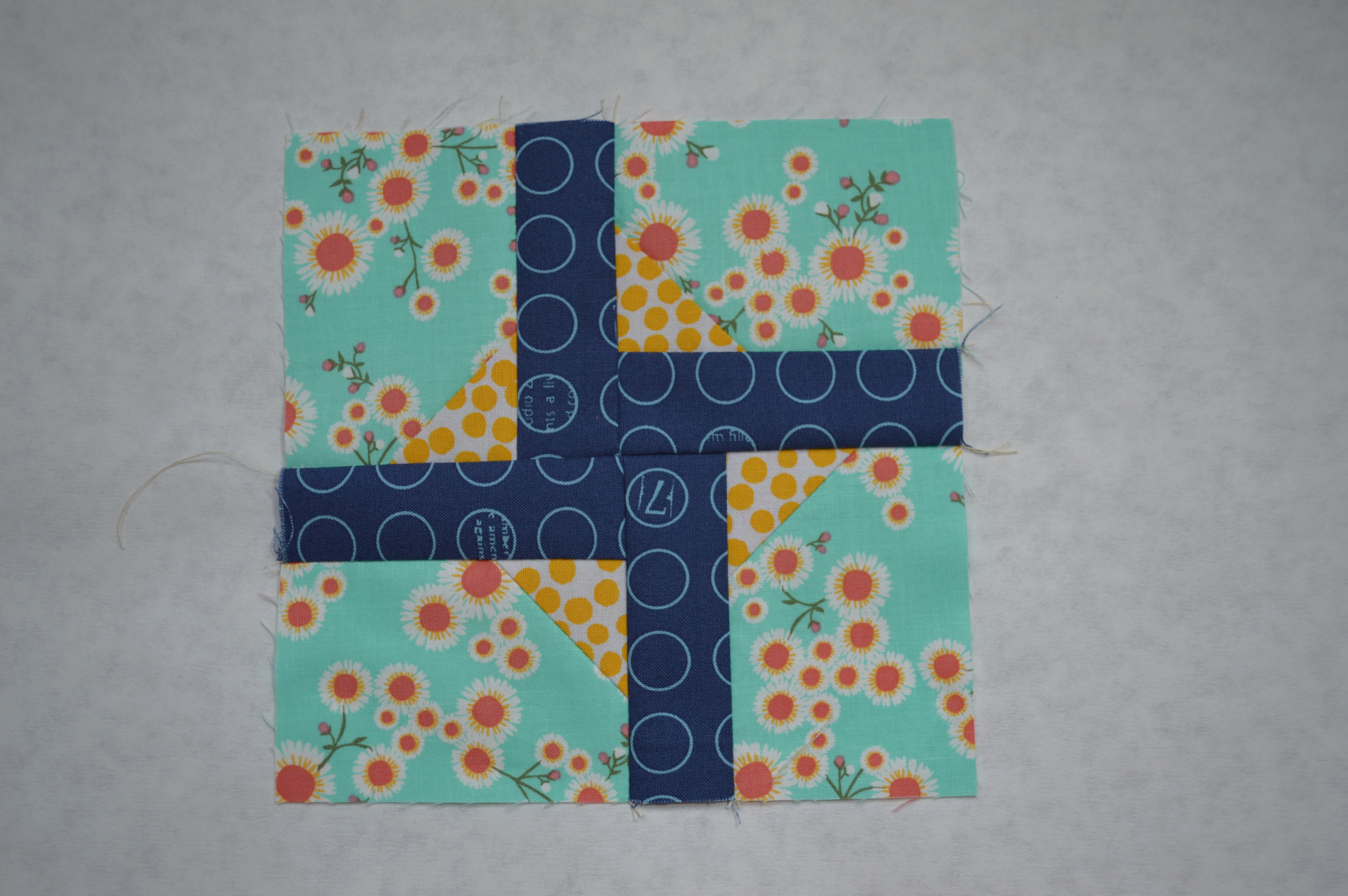 https://colorgirlquilts.com/2014/09/quilters-book-club-new-year-new-sampler-quilt.html