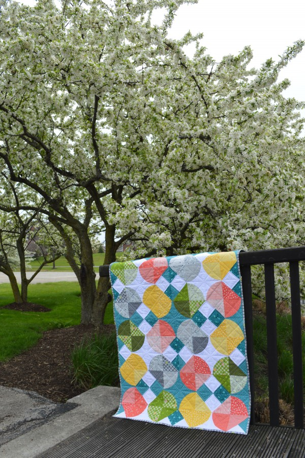 Tipsy easy curved piecing quilt by Color Girl