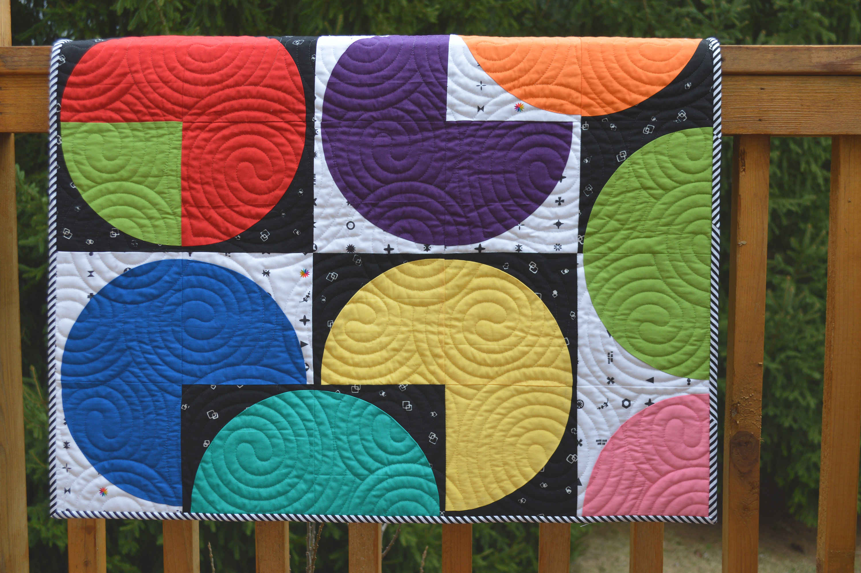 Classic Curve quilt with drunkards path curved piecing quilt with fabric by Hoffman Fabrics indah batiks
