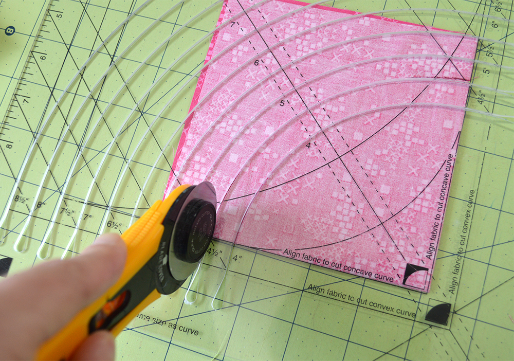 Sewing a full set in circle quilt block with Classic Curves Ruler, colorgirlquilts.com