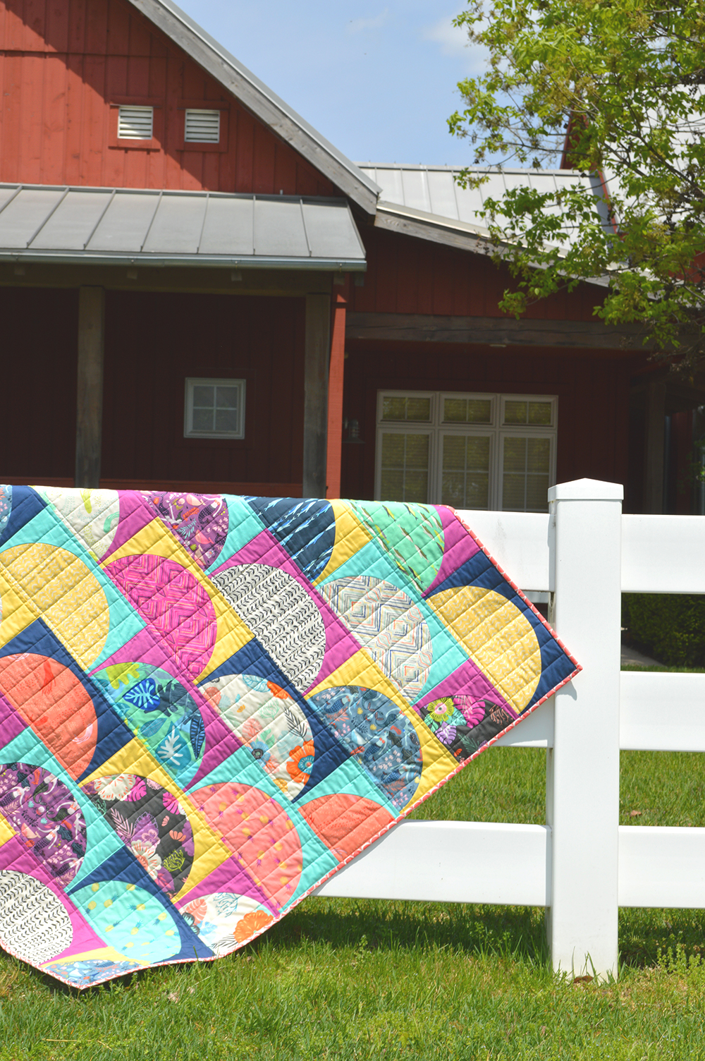 Curved piecing Sirena quilt by Sharon McConnell using Sirena fabrics by Art Gallery FAbrics