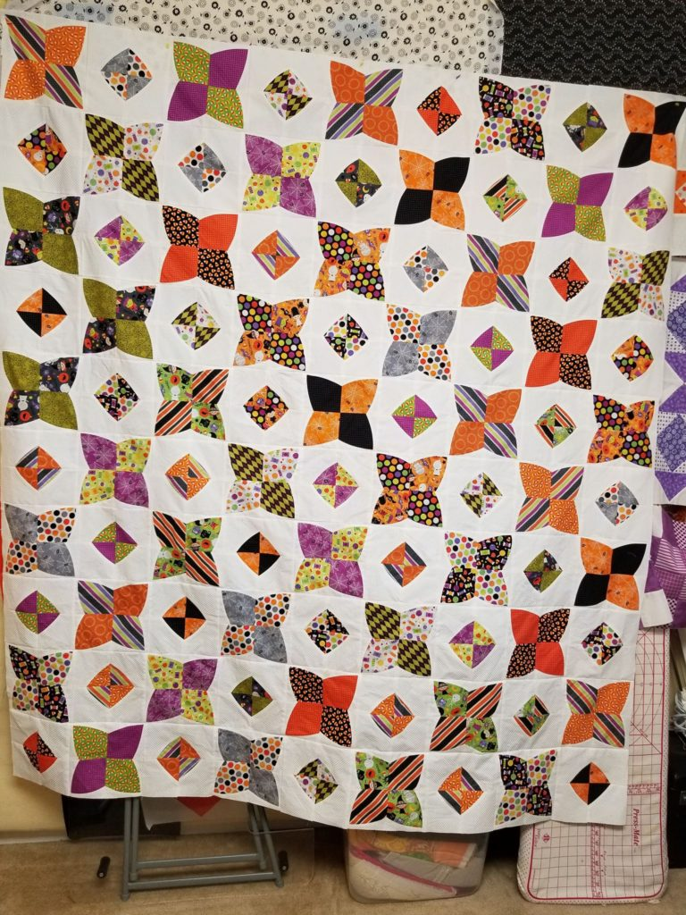 PomPOm quilt with halloween fabric. Pattern by Color Girl quilts