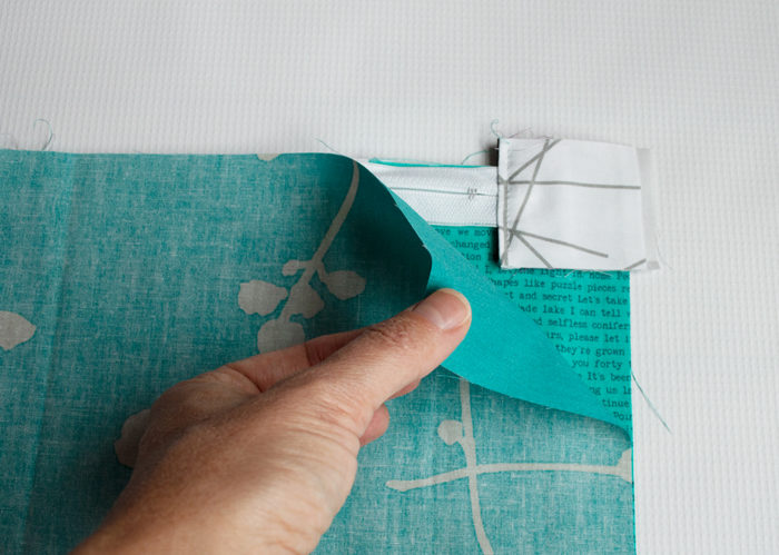 how to sew a zipper pouch by Color Girl Quilts